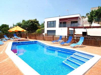 Beautiful House With Private Swimming Pool Located 25m from the Park's Montnegre