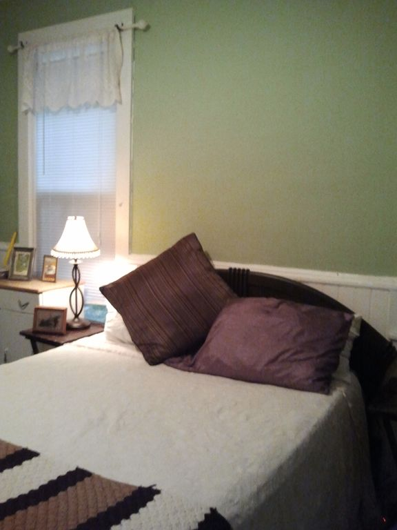 "Queen Sleep Number bed in 3rd Bedroom... Note, not used in winter. (""2+ BR"")"