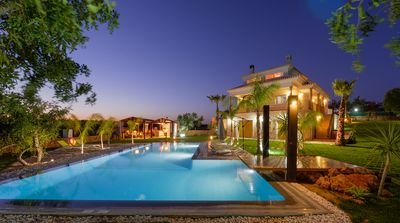 Luxury Villa with Heated Pool, and Falling Water