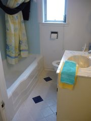 Crescent City cottage photo - Newly tiled bathroom