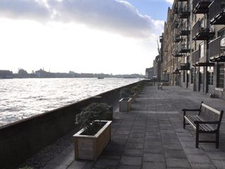 Canary Wharf & Docklands apartment photo - Dusk on communal terrace