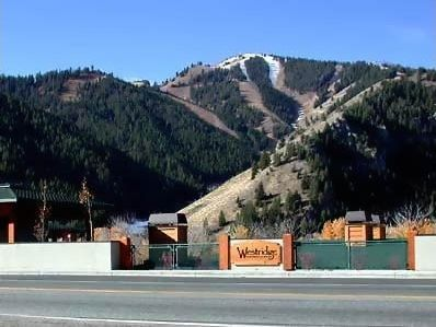 Ketchum condo rental - TWO BLOCKS FROM RIVER RIDGE LODGE! Ski holiday perfection. Mountain View!