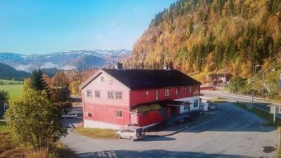 Large flat in Voss between montains and fjord that is a world heritage site