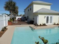 NEW Holiday House: Private, Heated, Saltwater Pool w/ Large Deck - Sleeps 10-12