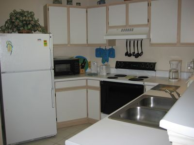 Fully equipped kitchen with washer/dryer.
