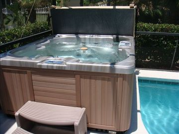 FABULOUS HOT TUB THE ULTIMATE IN LUXURY