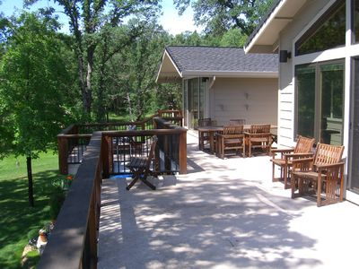 Expansive decking with Sarahwood furniture