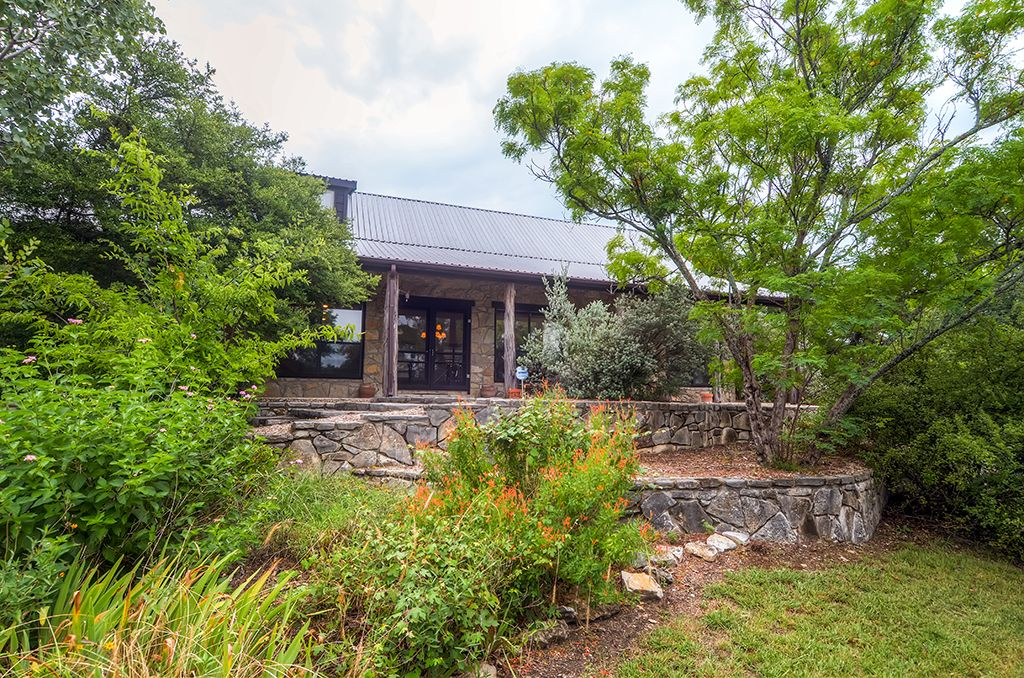 2br loft glen rose home resting on 12 vrbo for Cabins near glen rose tx
