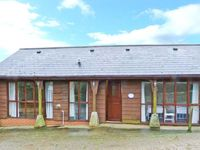 THE CARTHOUSE, family friendly, with a garden in Shorwell, Ref 22110