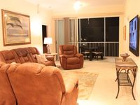 GORGEOUS & SPACIOUS 3BR/2BA AT CAPTAINS BAY - WALK TO LARGEST BEACH ON ISLAND
