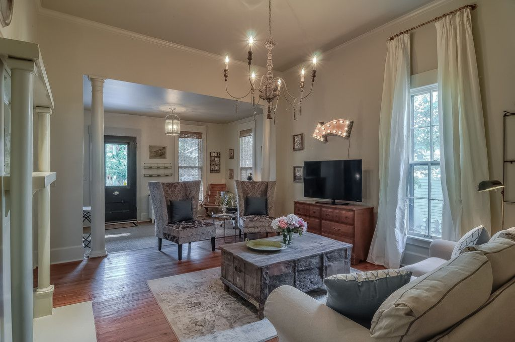 3br 2ba nashville cottage in 12south with vrbo for Urban farmhouse bedroom