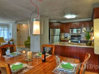 Oceanside condo photo - Entertaining is a snap