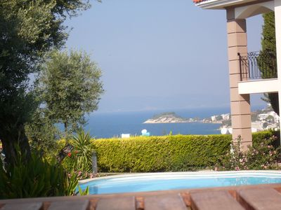 Cityvilla with sea and pool view, quiet and central