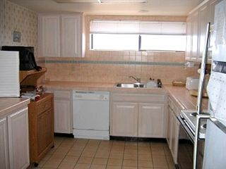 Madeira Beach condo photo - A fully equipped kitchen