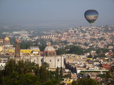 Ballooning over San Miguel, view from Casa Chepito. © Ann Summa