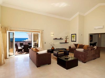 Porto de Mos villa rental - Spacious Living Room with Access to the Verandas