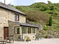 BURRS COTTAGE, pet friendly, with a garden in Great Hucklow, Ref 509