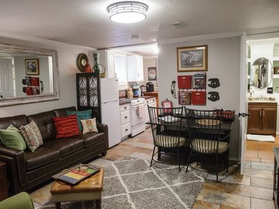 The Bear House 1890 (Stinson Suite) Perfect Location! Stunning 2BR Apt