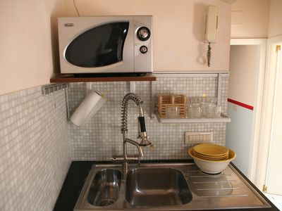 Piazza di Spagna apartment rental - Oven and sink