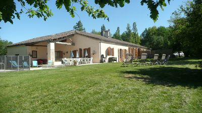 Former Gascon farm, swimming pool, ideal large groups, 6 or 8 rooms.