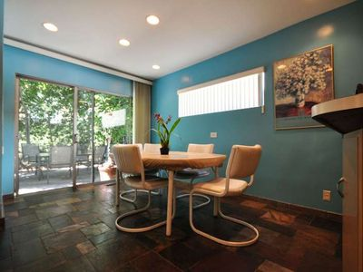 Beverly Hills townhome rental - Kitchenette and patio
