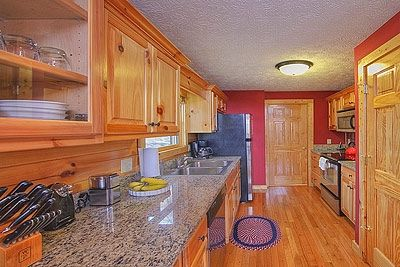 Gatlinburg cabin rental - Gourmet kitchen, granite, stainless steel appliances., Wolfgang Puck cookware.