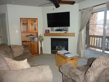 Heber City condo rental - Living Room with pull out queen soft bed and 48 inch Flat Screen TV