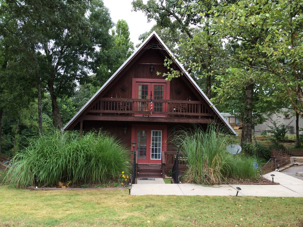 A Swiss Chalet In North Mississippi 2 Br Vacation Cabin