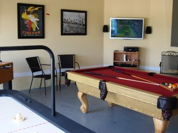 Super Air Conditioned Games Room, including Wii on large screen monitor