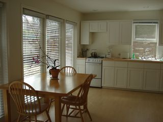 Beverly Hills studio photo - Dining room/kitchen