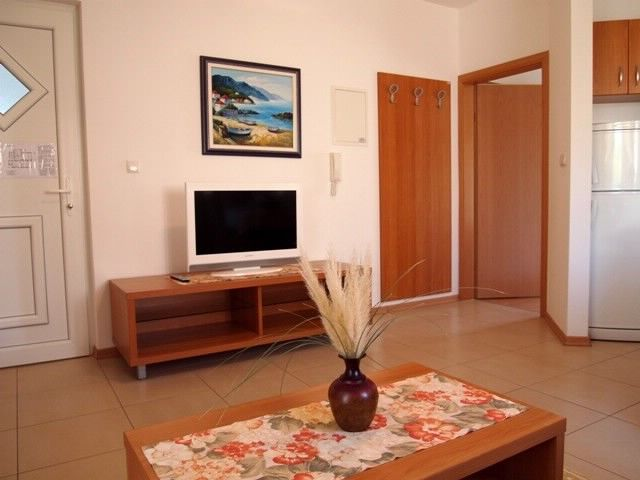Air-conditioned accommodation, close to the sea, Mundanije
