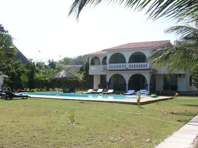 villa facing the sea with swimming pool .