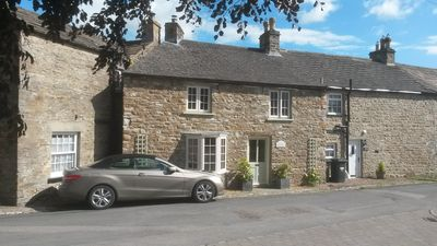 Charming old stone Dales cottage in Redmire with stunning views of Penn Hill