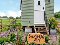 SHEPHERDS HUT, character holiday cottage in Leighton, Ref 17899