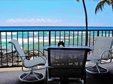Kailua Kona condo rental - You could be sitting here watching the surfers while dolphins and whales swim by