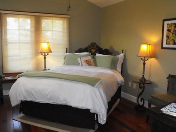 Solvang studio rental - Bedding and Linens change according to season and event.