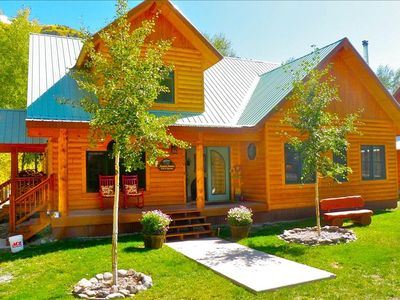 RIVERFRONT LOG CABIN, IMMACULATE, BEAUTIFULLY FURNISHED, BLOCKS FROM TOWN!