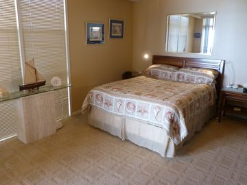 EXPANSIVE MASTER SUITE. View dolphins in the Gulf of Mexico right from your bed!