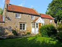WILLOW COTTAGE, family friendly in Sinnington, Ref 3635
