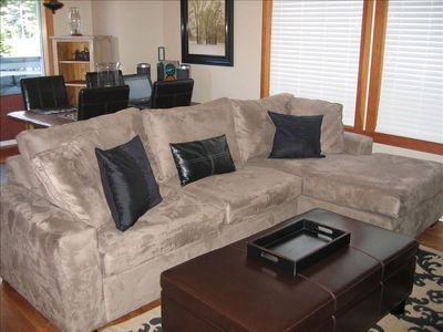 New sofa sectional pullout, double bed, very comfortable!
