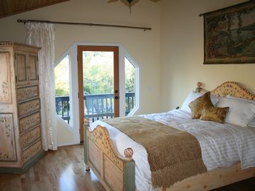 Santa Barbara cottage rental - Luxury Bedding and down comforter