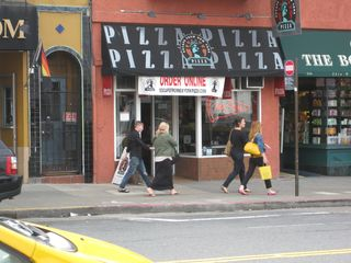 San Francisco apartment photo - Sells pizza by the slice 2 1/2 blocks away or delivers whole pizza to your door