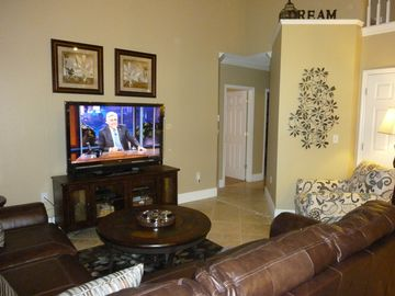 Cozy Den Looks out Onto the Pool 55 inch TV, WII,