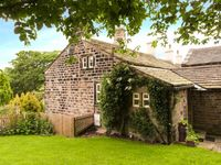 YATE COTTAGE, romantic, with open fire in Oxenhope, Ref 913883