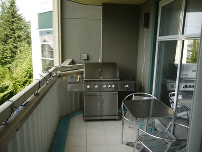 Propane Barbecue & Patio Seating - Great view!