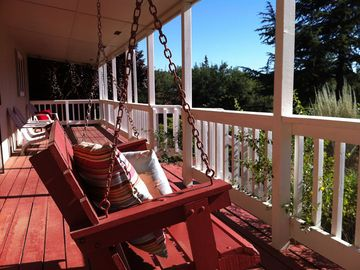 Sutter Creek cottage rental - The front porch and swing at Opal Street.