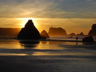 Bandon house photo - Don't miss a sunset stroll on the beach!