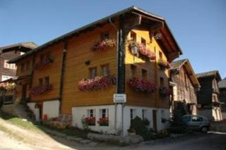 Convenient apartment, surrounded by a beautiful nature and mountains