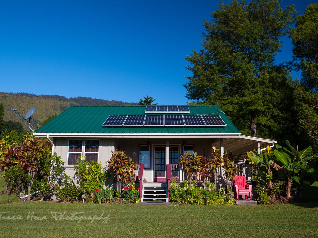 Eco friendly solar and propane appliances. Spring water on tap.