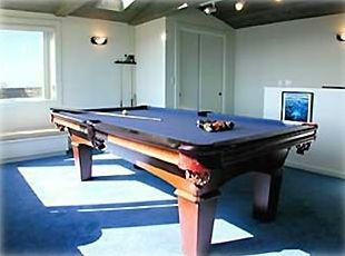 Hours of fun for everyone with this pool table located in the sun-drenched loft.